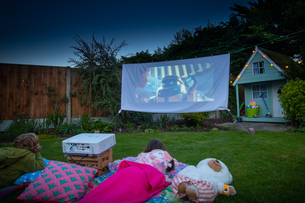outdoor cinema, Creating an outdoor cinema in your garden – the techy bit
